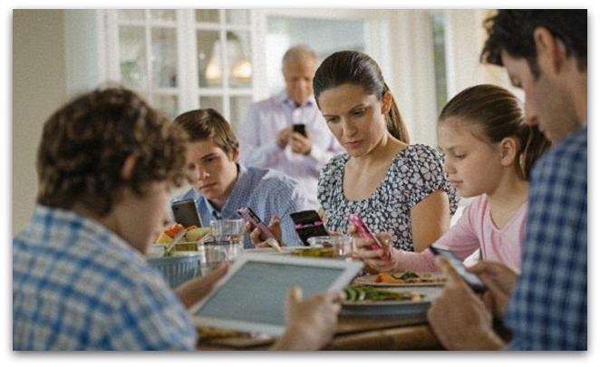 ЌЕ РОДИМЕ ГЕНИЈАЛЦИ  ПА ОД НИВ ПРАВИМЕ ДЕБИЛИ  Текстот на една мајка предизвика бура во јавноста