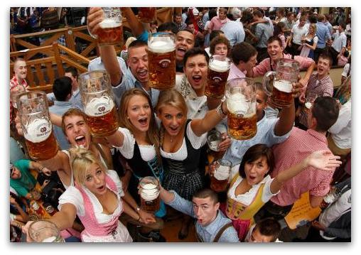 Октоберфест во првиот викенд го посетиле 600 000 луѓе   Нашиве бледи  бледи  бледи   јадни